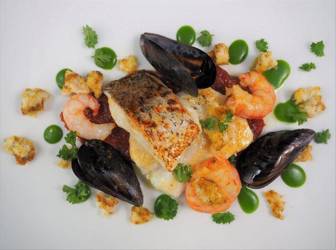 Plat poissons et fruits de mer servi pour un mariage