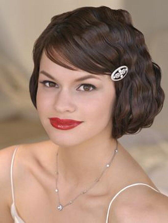 Peinado de novia vintage con detalle de brillo