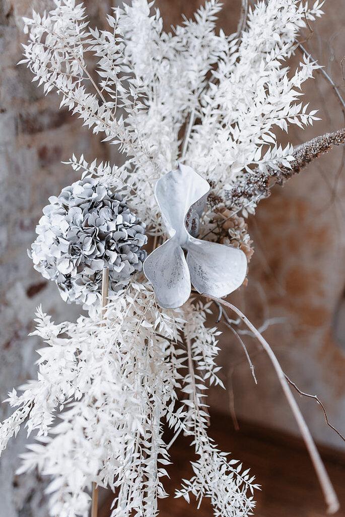 weiße Blumen getrocknet