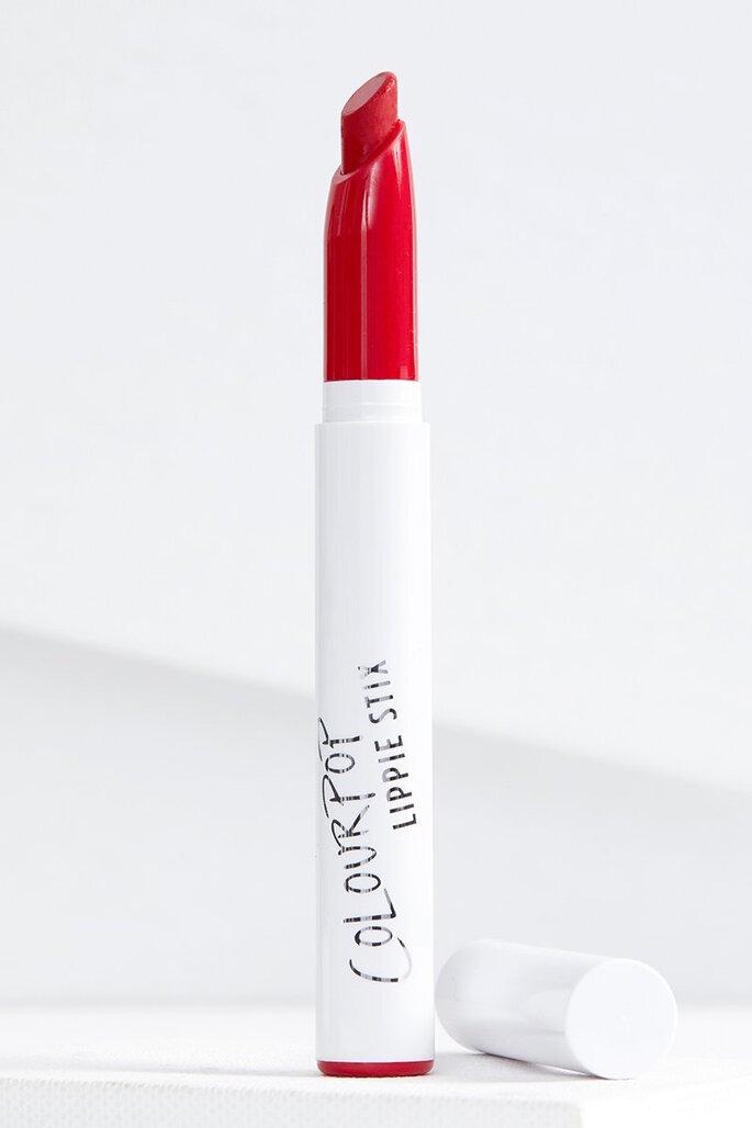 Labial en crema para un maquillaje de labios rojos