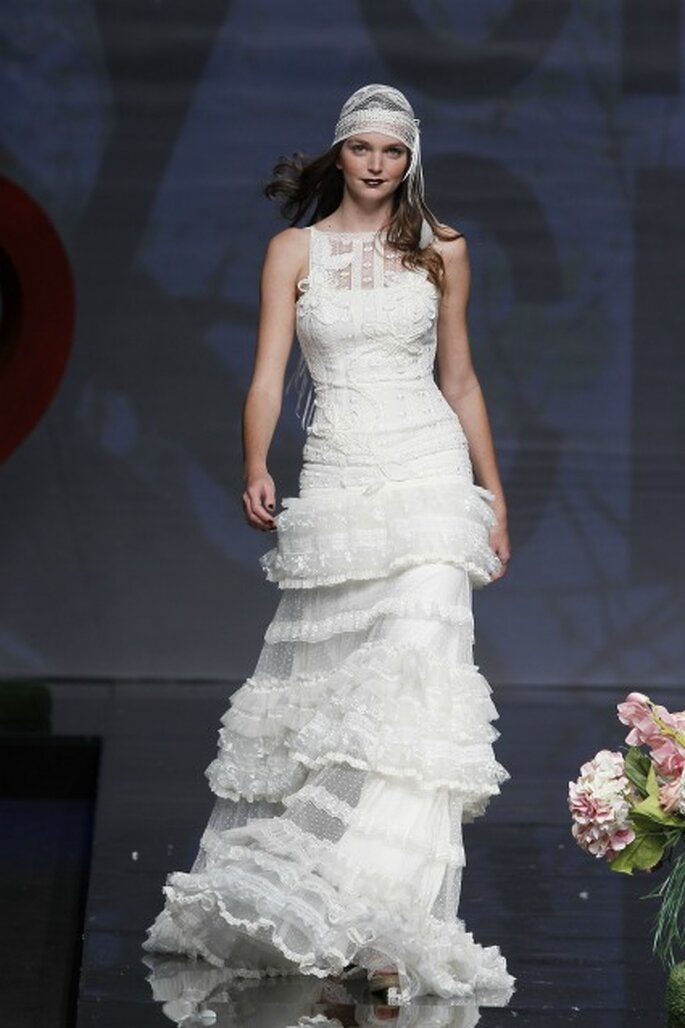 Vestidos de novia Yolan Cris 2012 para novias modernas - Barcelona Bridal Week / Ugo Camera