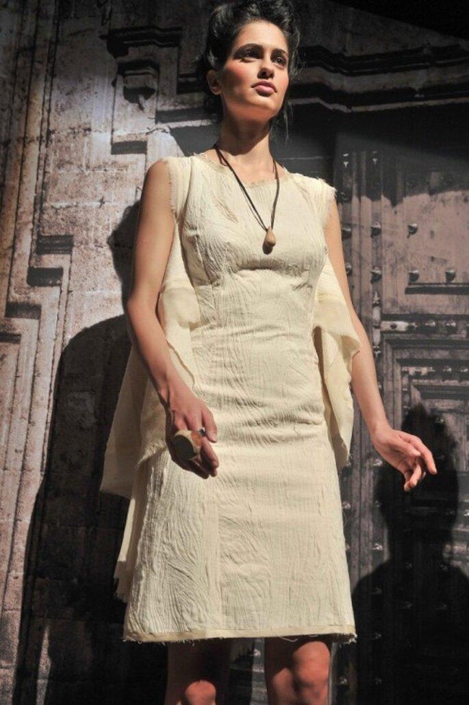 Vestido de novia 2014 en color nude sin mangas con cuello redondeado - Foto Mercedes Benz Fashion Week México