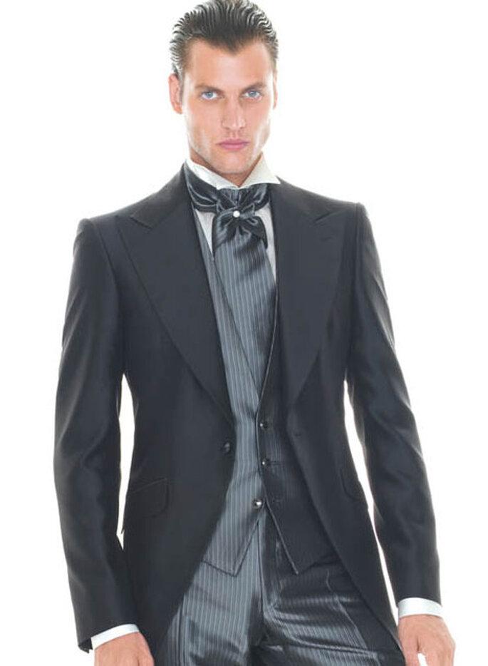 Para los hombres con pelo rizado, lo mejor es llevarlo bien engominado o incluso agarrado con una coleta