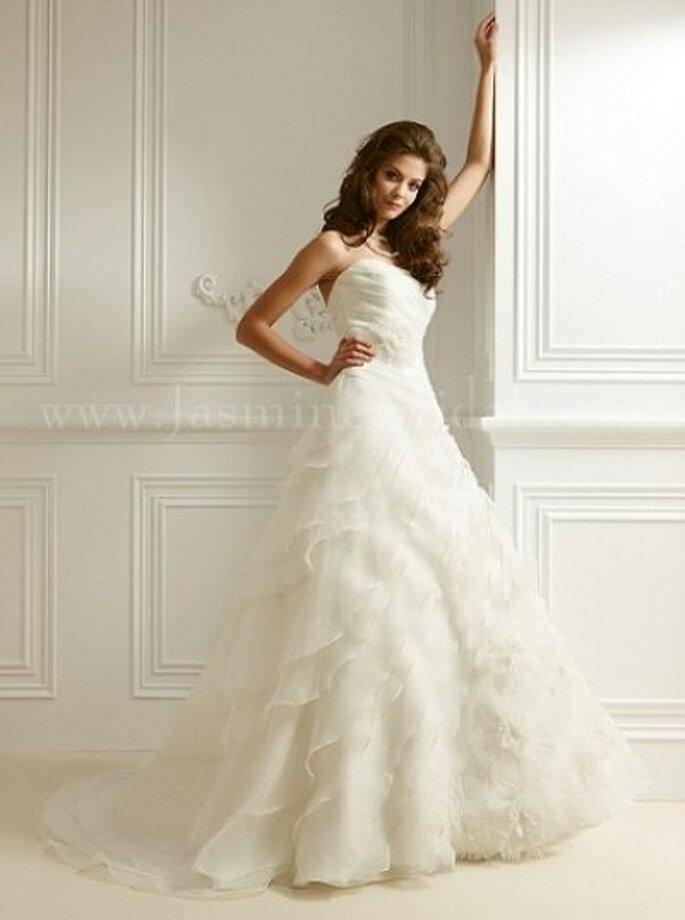 Schulterfreies Brautkleid mit Tüll und kleiner Schleppe – Modell F463