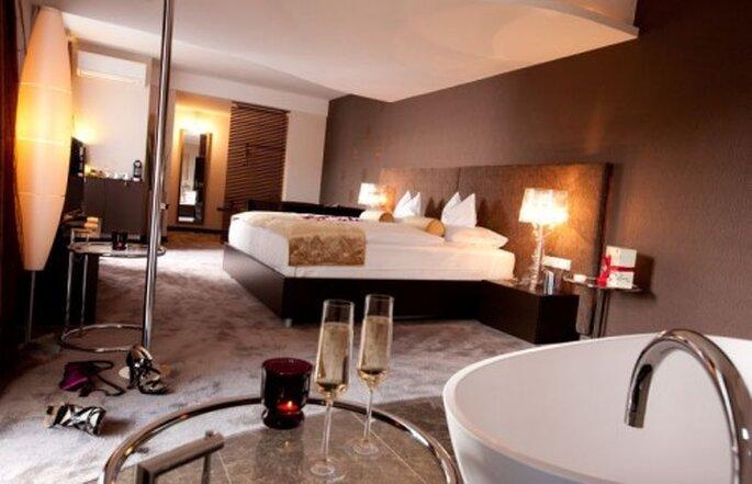 In der Honeymoon-Suite können sich frisch Vermählte verwöhnen lassen – Foto: www.maiers.at/liebeshotel
