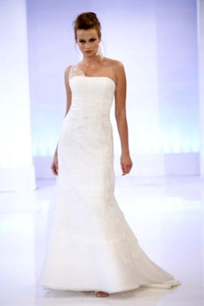 Cymbeline 2010 - Descartes, vestido largo en seda bordada, de corte sirena suave, escote palabra de honor