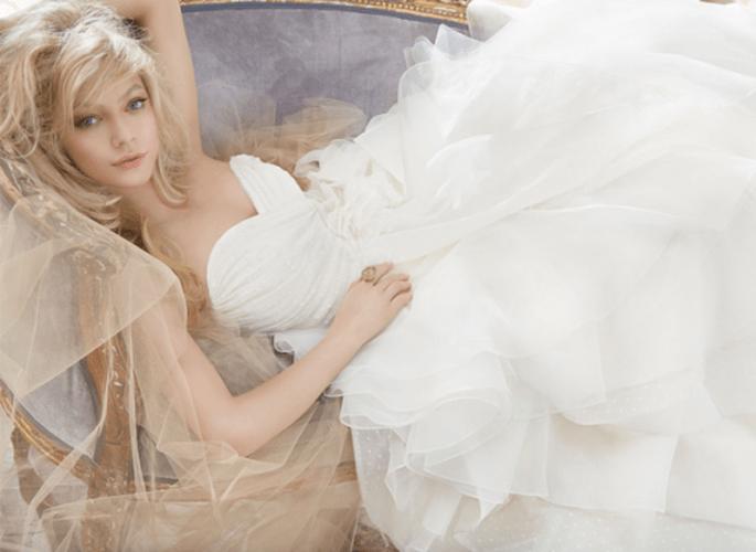 Vestido de novia 2013 en color blanco corte princesa con falda voluminosa y top plisado con escote corazón - Foto Hailey Paige en JLM Couture