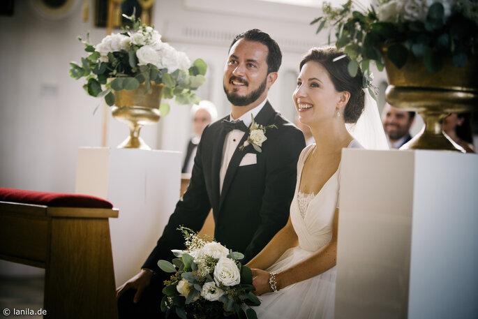 Brautpaar in der Kirche bei der Trauung