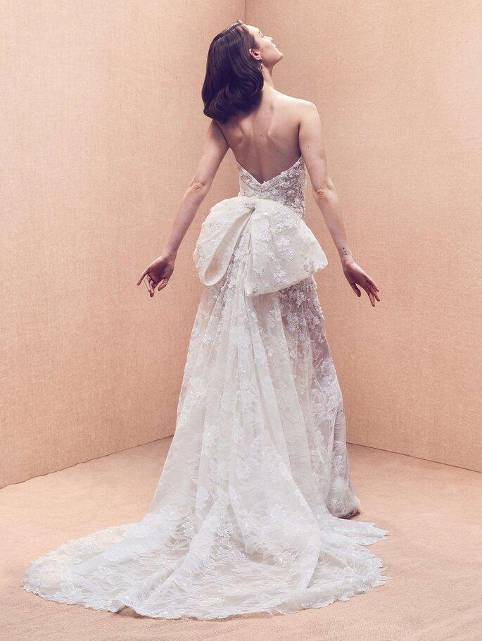 Robe de mariée dos nu avec un noeud