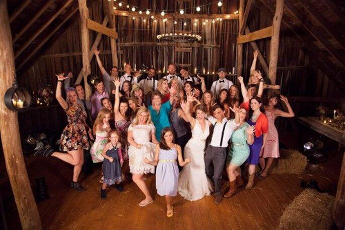 """Kelly Clarkson hace honor a las bodas en su nuevo video """"Tie it up"""" - Foto Kelly Clarkson Facebook"""