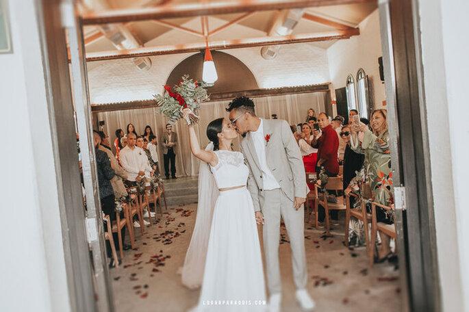 Casal se beijando ao final da cerimônia de mini wedding