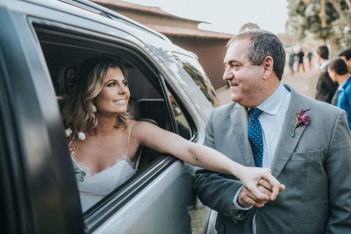 Noiva e pai entrada cerimônia