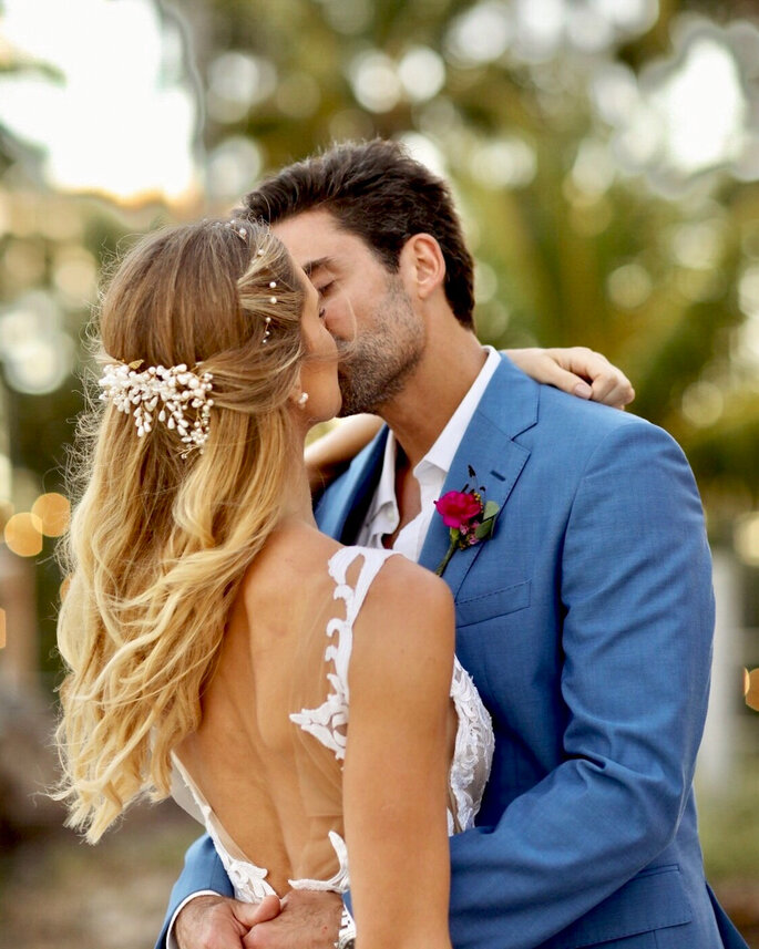 Acessório cabelo noiva: Andrezza Medina Tiaras e Complementos - Foto: Laura Fonseca