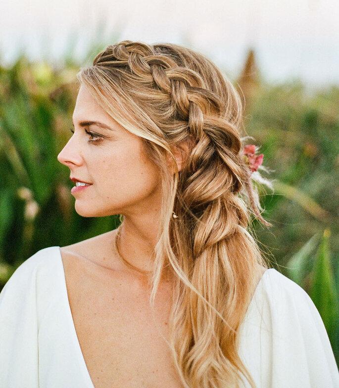 Peinado de novia con trenza lateral