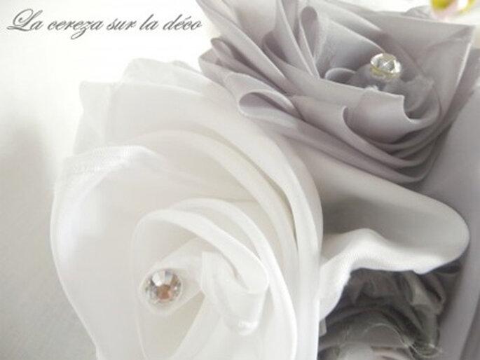 Bouquet de mariée en tissu gris et blanc
