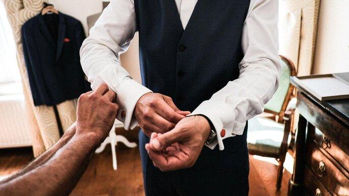 préparation costume marié mariage dans le Pas-de-Calais