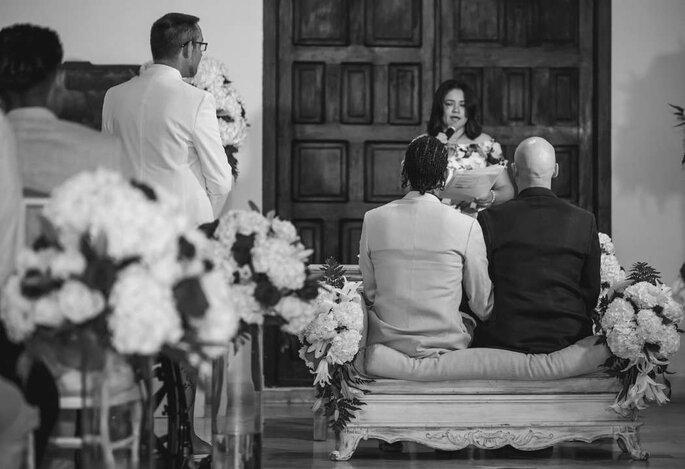 Dos hombres gay en la ceremonia de su matrimonio