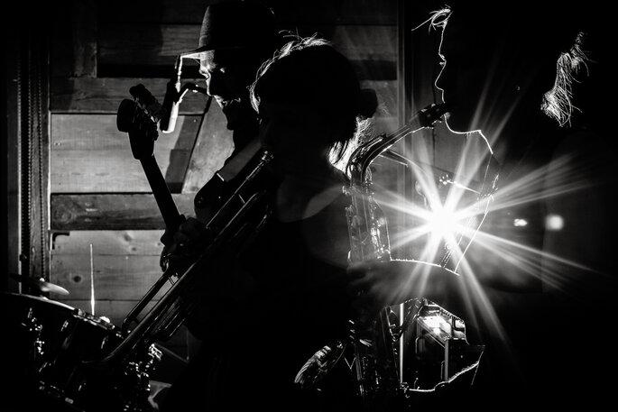 Den Bass spüren bei Nacht. Foto: Andreas Feusi Hochzeitsfotografie