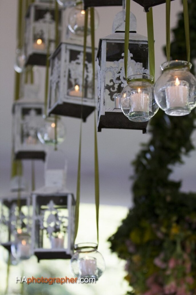 Objetos colgantes con luz para tu boda - Foto Taller de Tallos