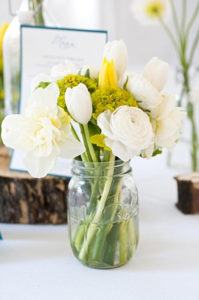 saber ms sobre uccentro de mesa para boda hecho en casa colores blanco y amarilloud