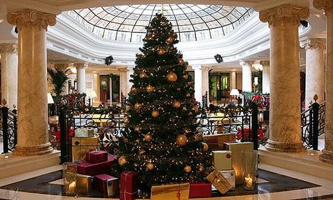 Incluye un árbol de Navidad en la decoración de tu boda de invierno. Foto: Concha Molina
