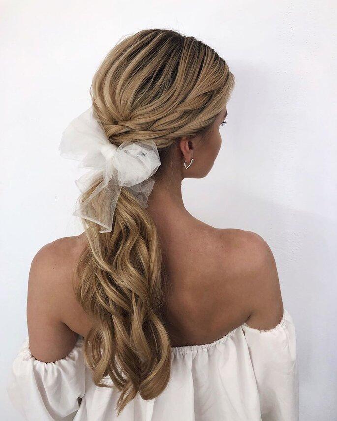 Noeud en guise d'accessoire cheveux de mariage