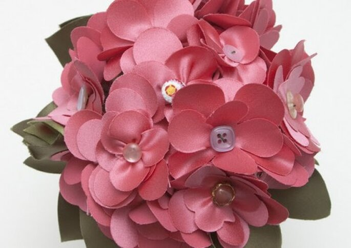 Margaritas rosas de tela para ramo de novia
