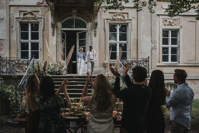 Hochzeitsgesellschaft kleine Hochzeit Gartenhochzeit