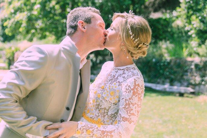 Kuss nach der Traurede, Hochzeit im Tessin.