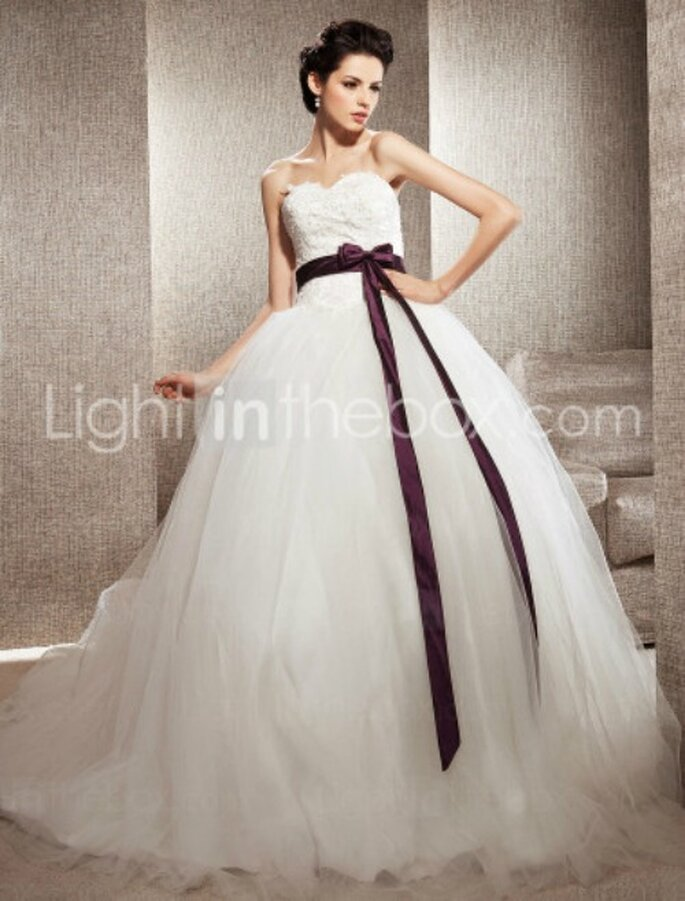 "Abito ispirato a quello disegnato da Vera Wang per Kate Hudson nel film ""Bride wars"". Euro 194,03 Foto www.lightinthebox.com"