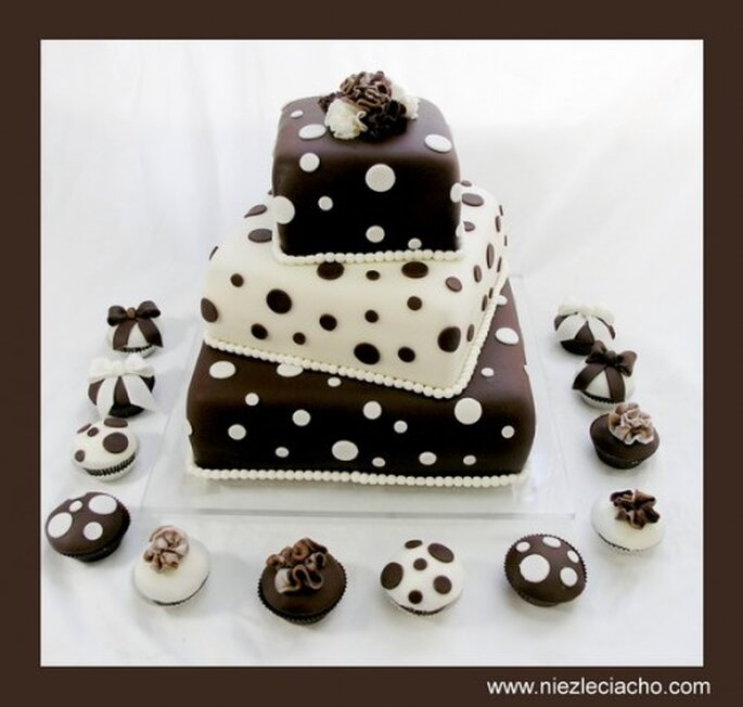 elegancki tort weselny w kropki