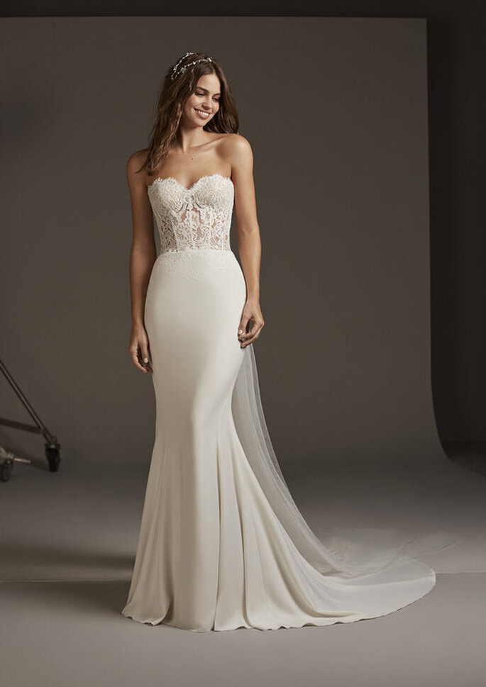 Vestido de noiva simples e elegante com busto rendado