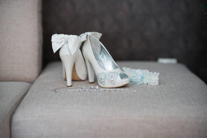 Sapatos de salto abertos à frente