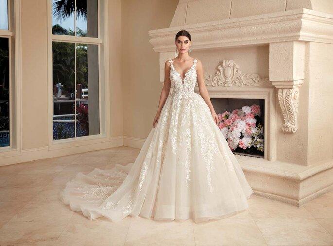 Déclaration Mariage - un modèle posant dans une robe de mariée sans manche style princesse