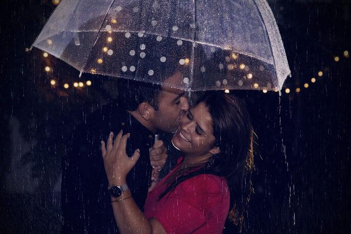 Noivos à chuva