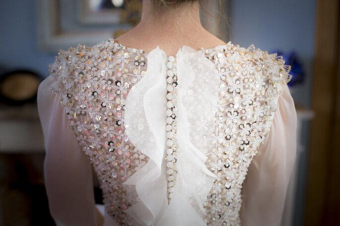 Alexandre Moulard : Haut de la robe de la mariée en sequin avec des petits boutons vintage pour fermer la robe