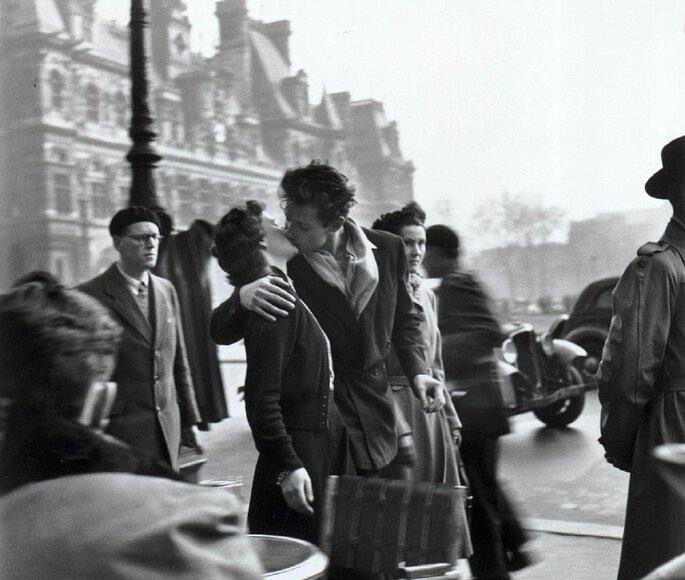 O beijo, a foto mais conhecida do fotojornalista Robert Doisneau.