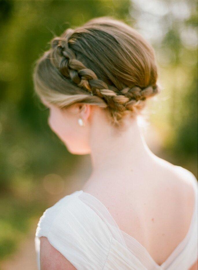 Una corona de trenzas para elevar el romanticismo - Foto Olivia Griffin Photography