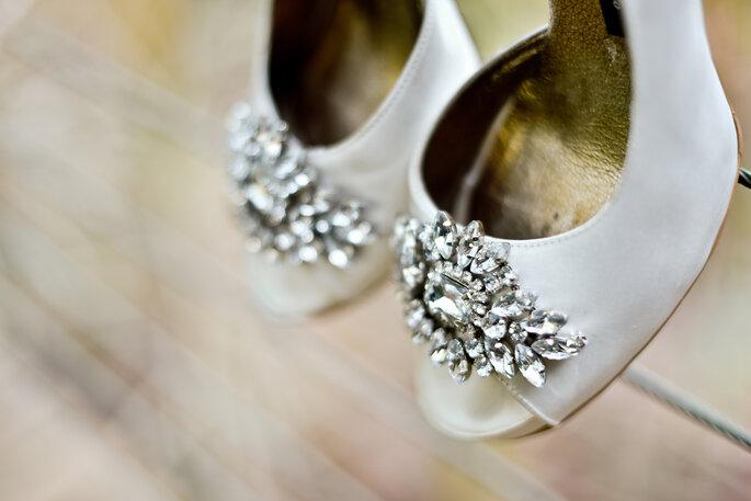 sapato de noiva com detalhes em pedraria