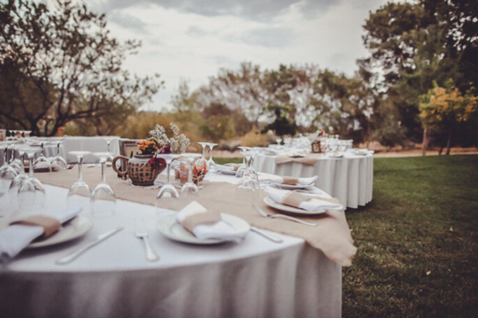 La place des invités à table dépend pour beaucoup de l'ambiance du mariage - Photo : Josh Devotto