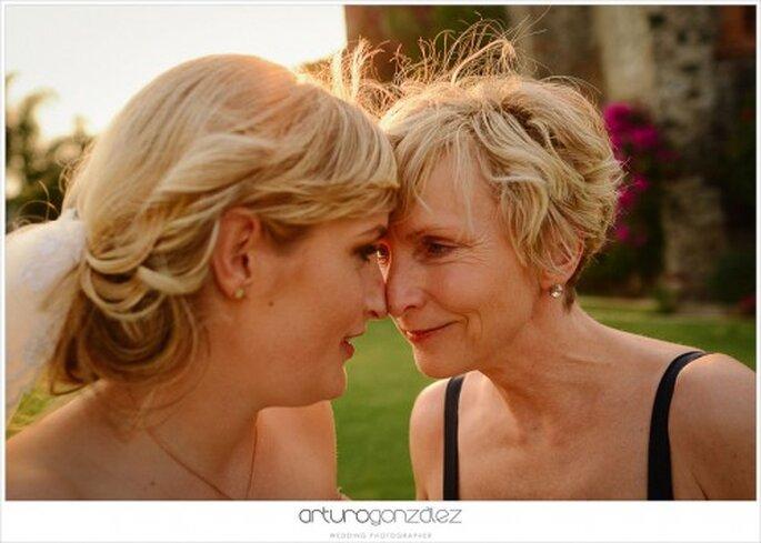 Estilismo y etiqueta para las mamás de los novios - Foto Arturo González