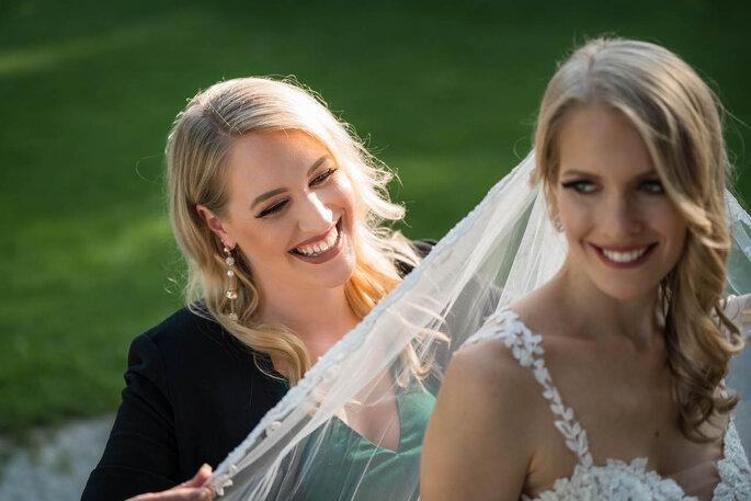 Hochzeitsplanerin herzKLOPFEN mit einer Braut am großen Tag