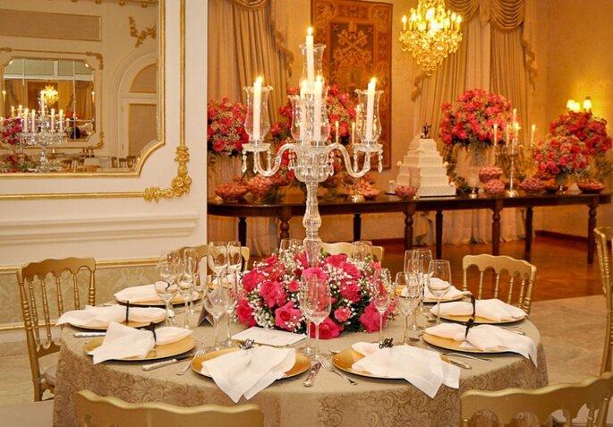 castiçal em mesa de casamento tradicional