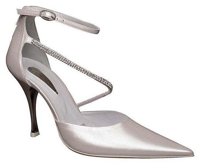 Modello classico con cinturino alla caviglia e un secondo trasversale in Swarovski