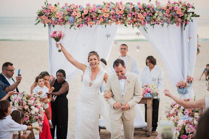 Saída dos noivos após o Sim!