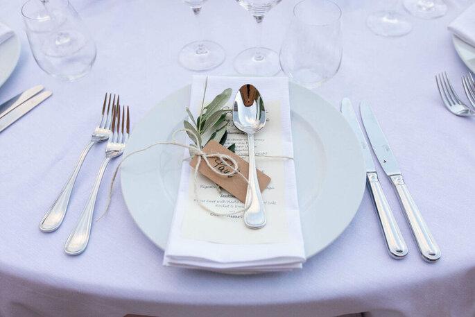 La place d'un invité à table pour un mariage