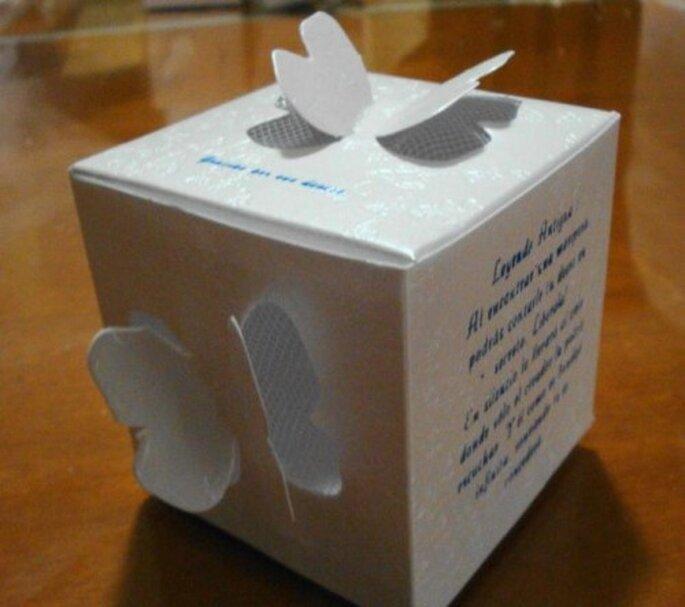 Contenedor individual para mariposas en boda. Imagen Cortesia Dione Mariposas