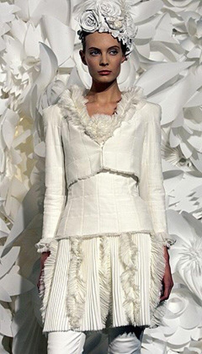 Original modelo de chaqueta, pollera y pantalon ajustado. Para una novia moderna y joven