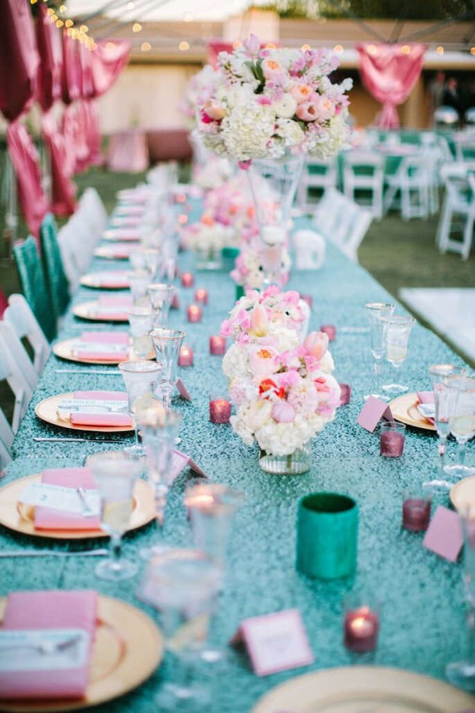 Manteles con diamantina y lentejuelas para tus montajes de boda - Foto Gina Meola
