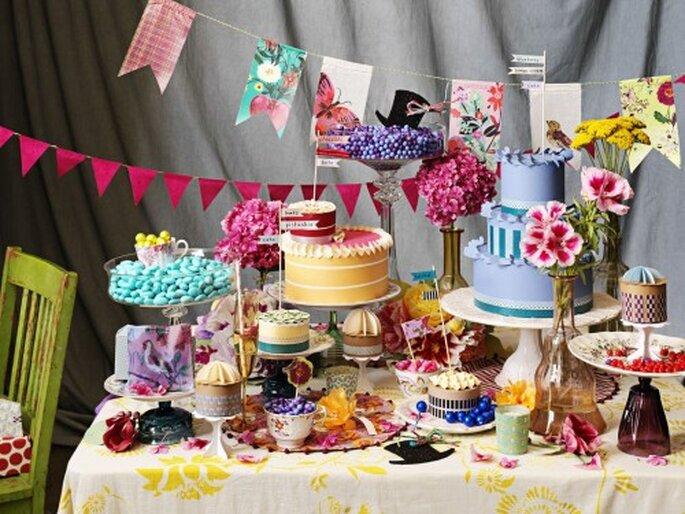 Hochzeitstische in bunten Farben liegen voll im Trend - Foto: bhldn